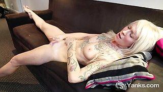 Kinky Gina Cherie Rubs Her Clit
