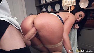 facial and cum in mouth are things that Jasmine Jae adores to do