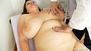 Chunky Slut Is Up For A Complete Pussy Exam