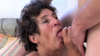 Big ass old slut is thirsty for cum