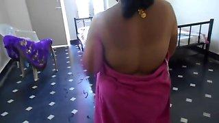 Indian Aunty With Boyfriend In Hotel