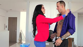 Voluptuous brunette gets drilled by hung worker