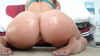 Wondrous amateur web cam nympho exposed oiled big bubble ass