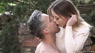Erotic outdoor game with insatiable beauty Vera Wonder
