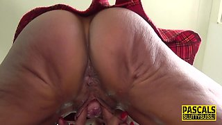 Submissive milf squirts