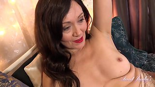 Glamour Gilf Auntie Kitty Solo Video