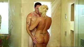 Blue eyed wild blondie with yummy boobs Summer Brielle swallows meaty cock in bath
