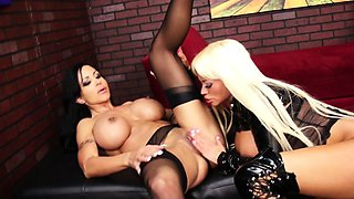 Nikita Von James and Jewel Jade fuck each other with a
