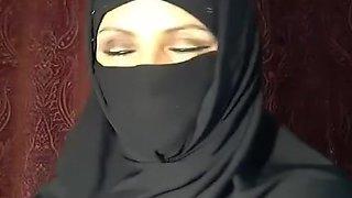 Muslim Woman Flashing on Cam