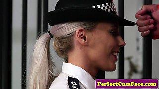 UK police babe facialized by a prisoner