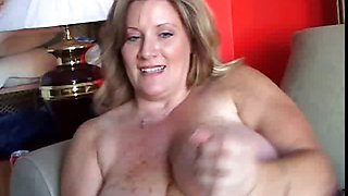 Beautiful cougar has nice big tits