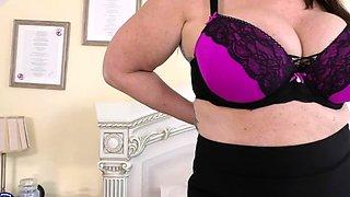 British big breasted housewife Jessie Joe fingering herself
