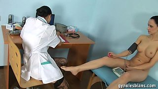Doctor fucking her patient after she felt horny