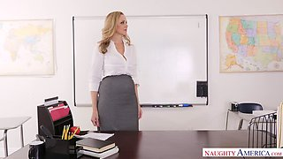 Perfect strict boss Julia Ann gets her hungry pussy fucked missionary on the table