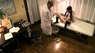 Japanese Doctor Fucks Cute Teen Spycam