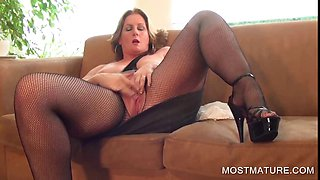 Busty mature pleasing twat on couch