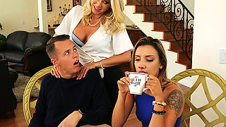 Brazzers – Massaged By Her Mother