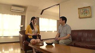 Ai Sayama Trai Marido Enquanto Ele Esta Fora De Casa