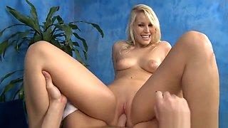 Flexible gal enjoys insertion