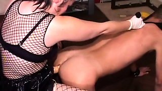 Bossy beauty in fishnets mercilessly pegging her man whore