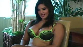 Jerkoff instruction video by Sunny Leone