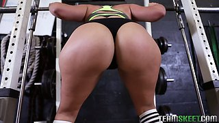 Curvy milf Valentina Jewels rides a cock using the smith machine