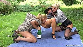 Champagne Piss Showers / Vanessa, Zuzana Z, Dina