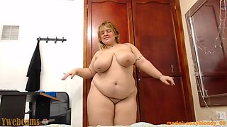 BBW dancing naked in her room