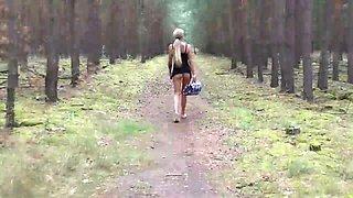 Sex im Wald. Flashing