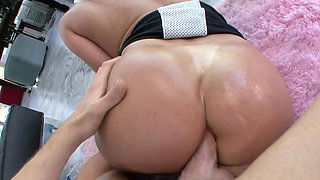Oiled ass babe Tiffany Mynx butt fucked by a thick cock