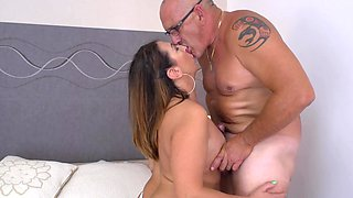 Older man sticks his dick in his cougar wife Veronica Rossi