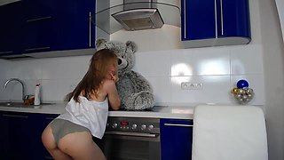 Drunk babe is so wildly sexy in the kitchen