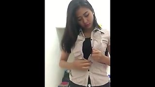 indonesian girl shows her sexy body to her boyfriend